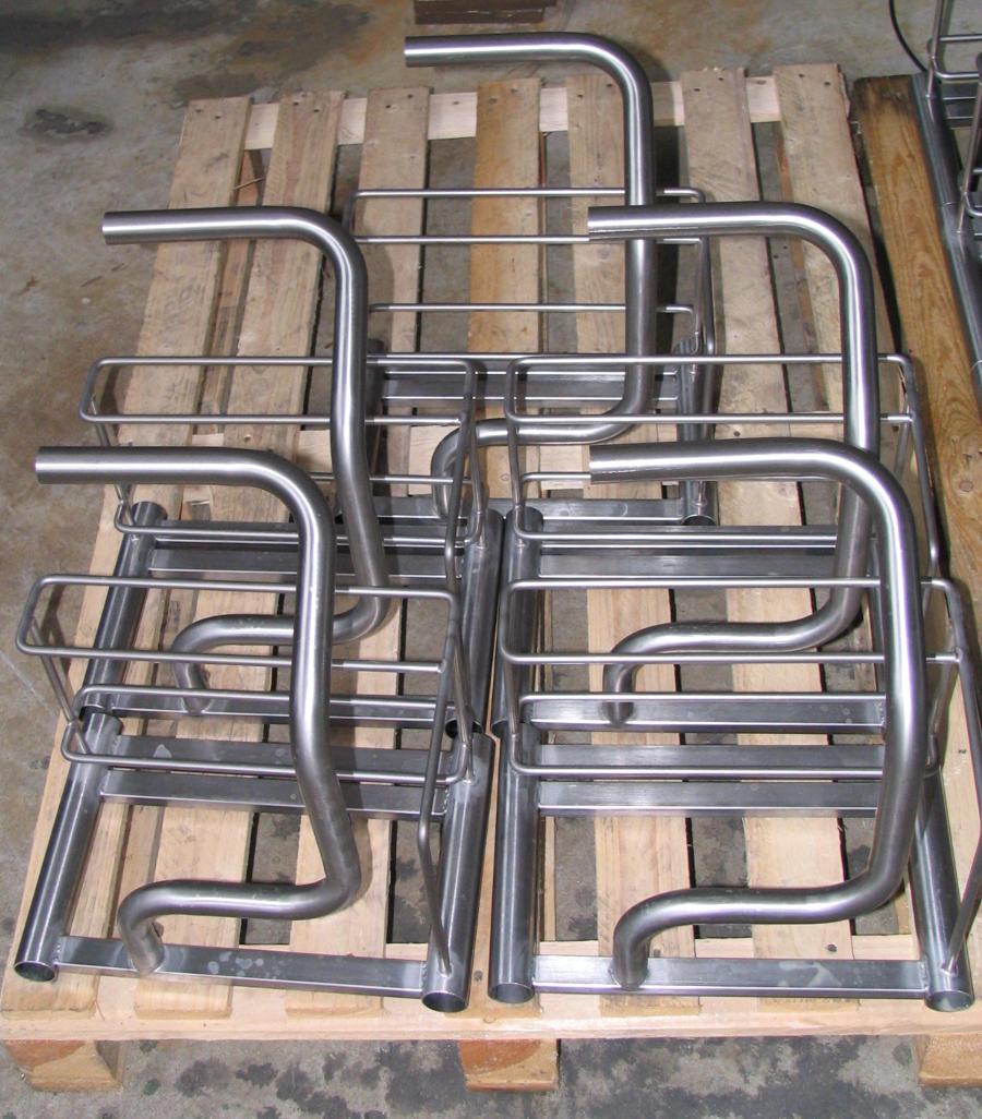 Manici supporti e tavoli in tubolare sagomato for Arredo inox crotone
